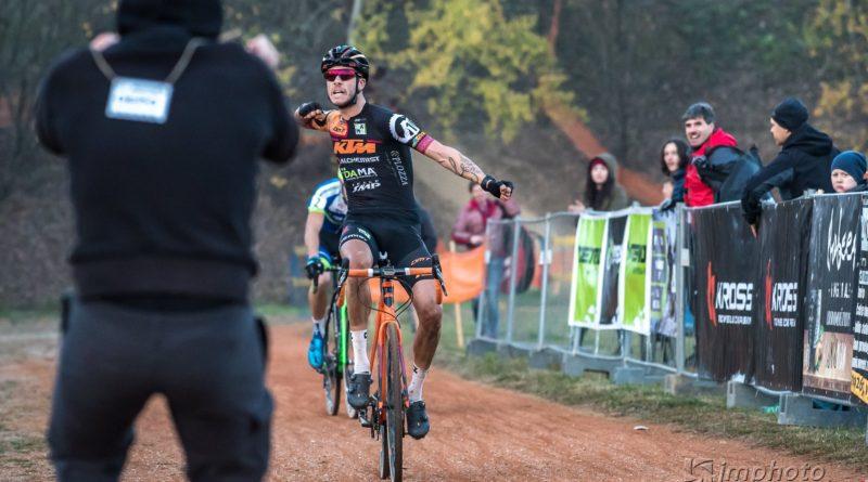 Víťazmi UCI C2 pretekov vcyklokrose vKošiciach Talian Nicolas Samparisi aTatiana Jaseková
